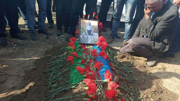 Похороны семилетней Айсу Искендеровой - Sputnik Азербайджан