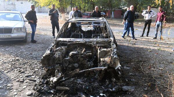 Автомобиль в азербайджанском городе Барда, сгоревший в результате ракетного обстрела - Sputnik Азербайджан
