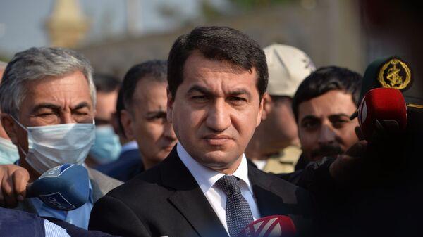 Помощник Президента Азербайджана - заведующий отделом по вопросам внешней политики Хикмет Гаджиев, фото из архива - Sputnik Азербайджан