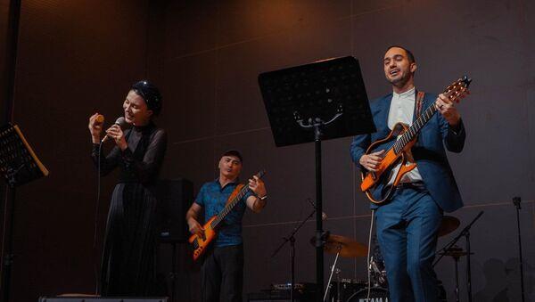Известный бразильский музыкант и продюсер Клаудио Франко, фото из архива - Sputnik Азербайджан
