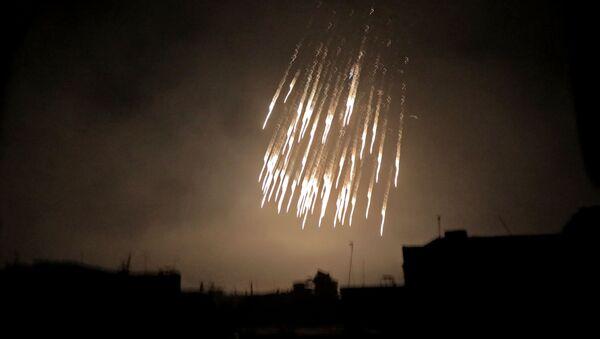 Бомбардировка снарядами с белым фосфором, фото из архива - Sputnik Азербайджан
