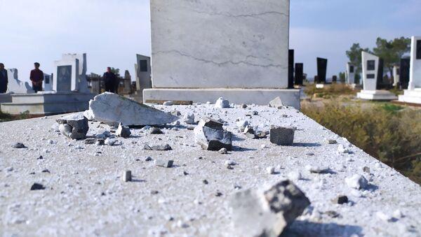 Последствия обстрелов на кладбище в Агдаме, фото из архива - Sputnik Азербайджан