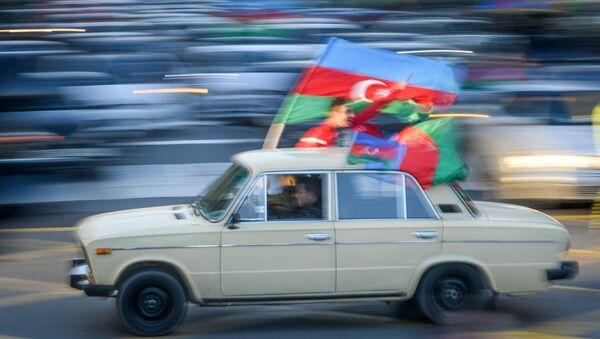 Жители баку празднуют освобождение Шуши - Sputnik Azərbaycan