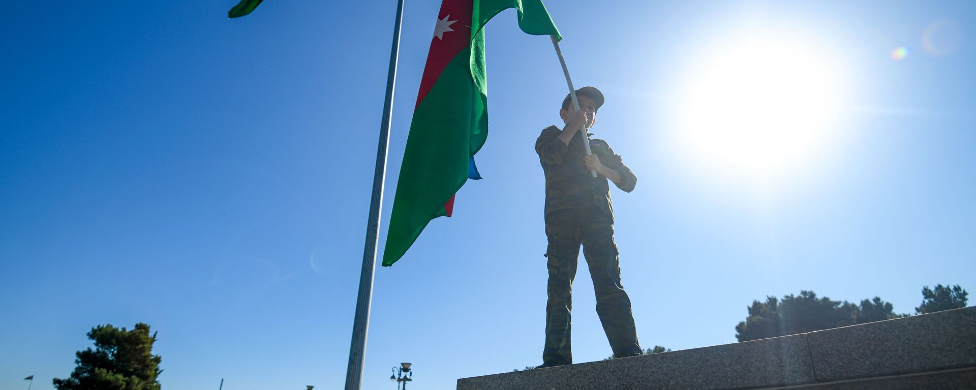 Акция на бакинском бульваре, приуроченная ко Дню Государственного флага - Sputnik Азербайджан, 1920, 20.01.2021