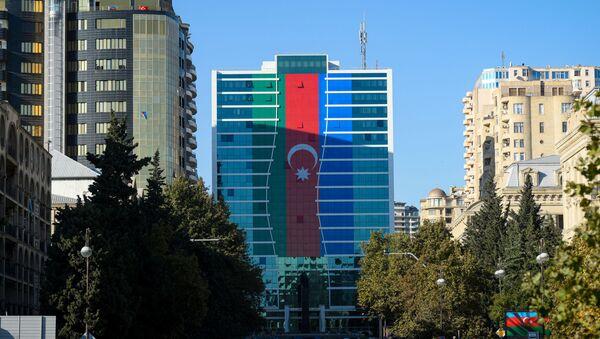 Жители Баку отмечают День Государственного флага - Sputnik Азербайджан