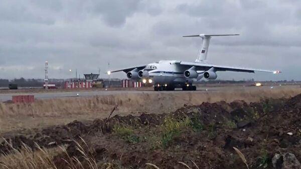 Ил-76 на аэродроме Ульяновск-Восточный - Sputnik Азербайджан