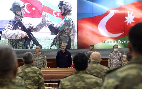 Министр обороны Азербайджана Закир Гасанов провел встречу с турецким коллегой Хулуси Акаром - Sputnik Азербайджан