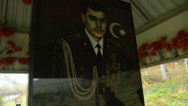 Привезу на могилу своего брата землю из города Шуша – брат шехида – видео - Sputnik Азербайджан