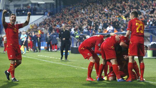 Футболисты сборной Черногории радуются голу, фото из архива - Sputnik Азербайджан