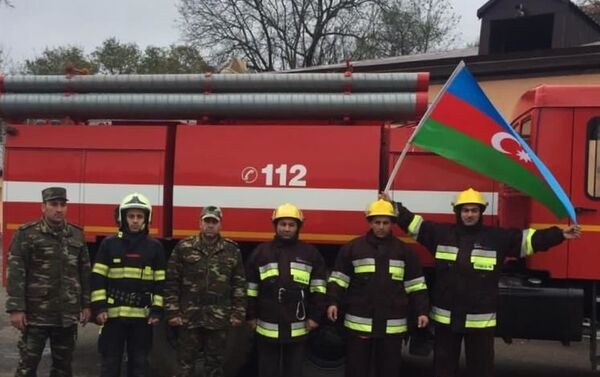 Сотрудники МЧС Азербайджана на освобожденных от оккупации территориях  - Sputnik Азербайджан