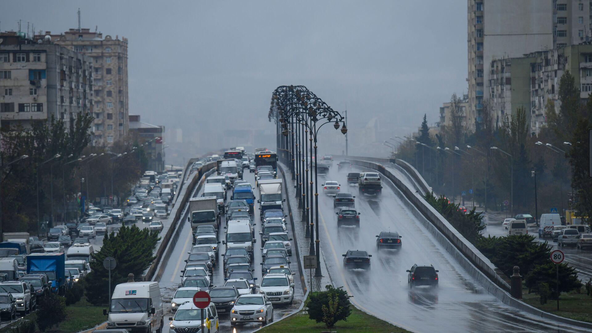 Дождливая погода в Баку - Sputnik Azərbaycan, 1920, 27.07.2021