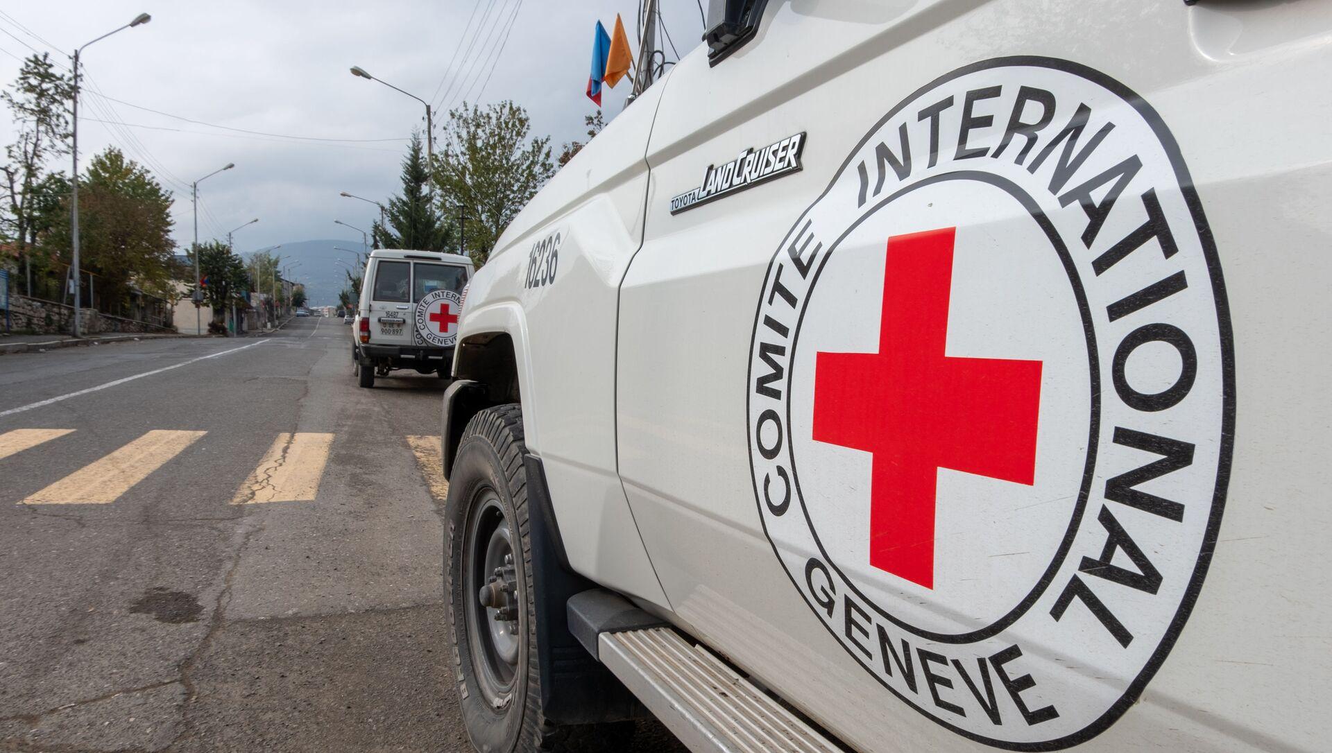 Машины Международного Комитета Красного Креста (МККК) в Карабахе, фото из архива - Sputnik Azərbaycan, 1920, 13.09.2021