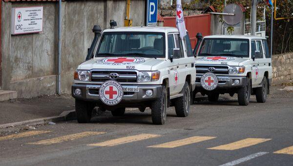 Машины Международного Комитета Красного Креста (МККК) в Карабахе, фото из архива - Sputnik Азербайджан
