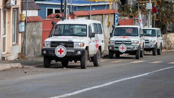 Машины Международного Комитета Красного Креста (МККК) в Карабахе, фото из архива - Sputnik Azərbaycan