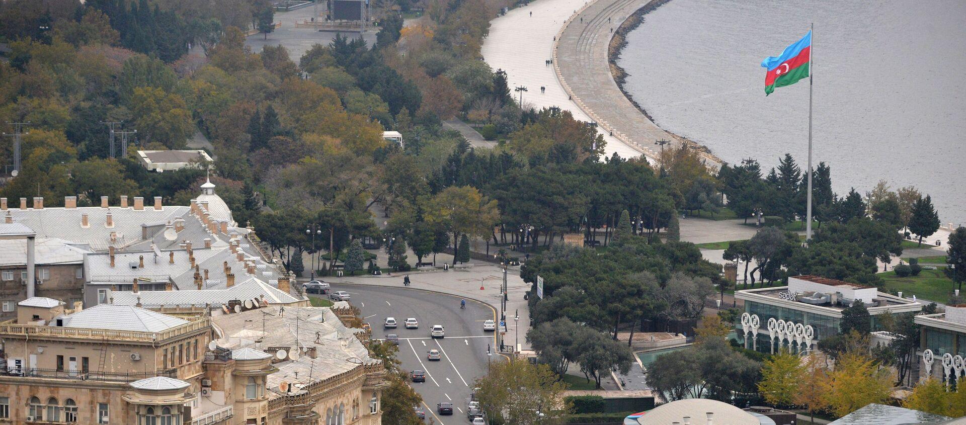 Вид на город со смотровой площадки в Баку - Sputnik Азербайджан, 1920, 20.04.2021