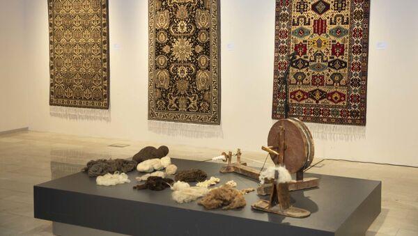 Презентация проекта «Шерстяные ковры из неокрашенных нитей в практике Музея ковра» - Sputnik Азербайджан