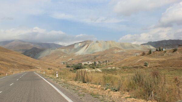На золотоносном месторождении Зод близ Кельбаджара - Sputnik Азербайджан