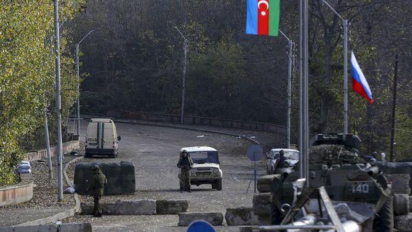Военнослужащий азербайджанской армии рядом с Шушой, фото из архива - Sputnik Azərbaycan