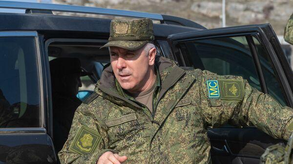 Командующий российскими миротворцами, генерал-лейтенант Рустам Мурадов на блокпосту в Лачинском коридоре, фото из архива - Sputnik Азербайджан