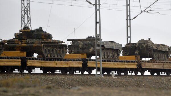 Военная техника ВС Армении, захваченная армией Азербайджана во время войны, следует эшелонами в Баку. - Sputnik Азербайджан
