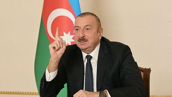 Prezident İlham Əliyev xalqa müraciəti zamanı - Sputnik Azərbaycan