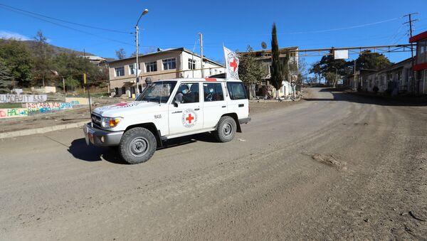 Машина Международного Комитета Красного Креста (МККК) в Карабахе, фото из архива - Sputnik Азербайджан