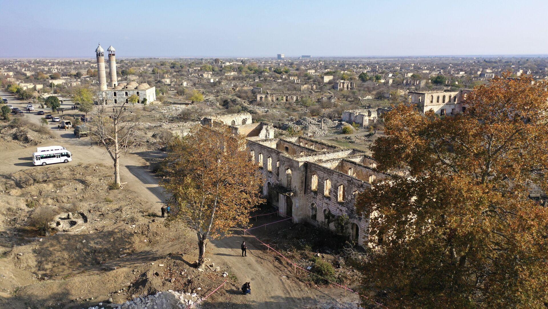 Вид на разрушенный город Агдам с высоты птичьего полета - Sputnik Азербайджан, 1920, 18.04.2021
