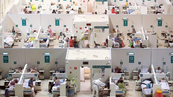 Временный госпиталь для пациентов с COVID-19, развернутый в ледовом дворце Крылатское - Sputnik Азербайджан