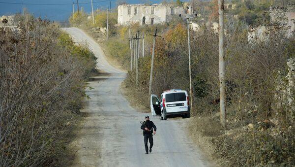Füzulidə yolda Azərbaycan polisi - Sputnik Азербайджан