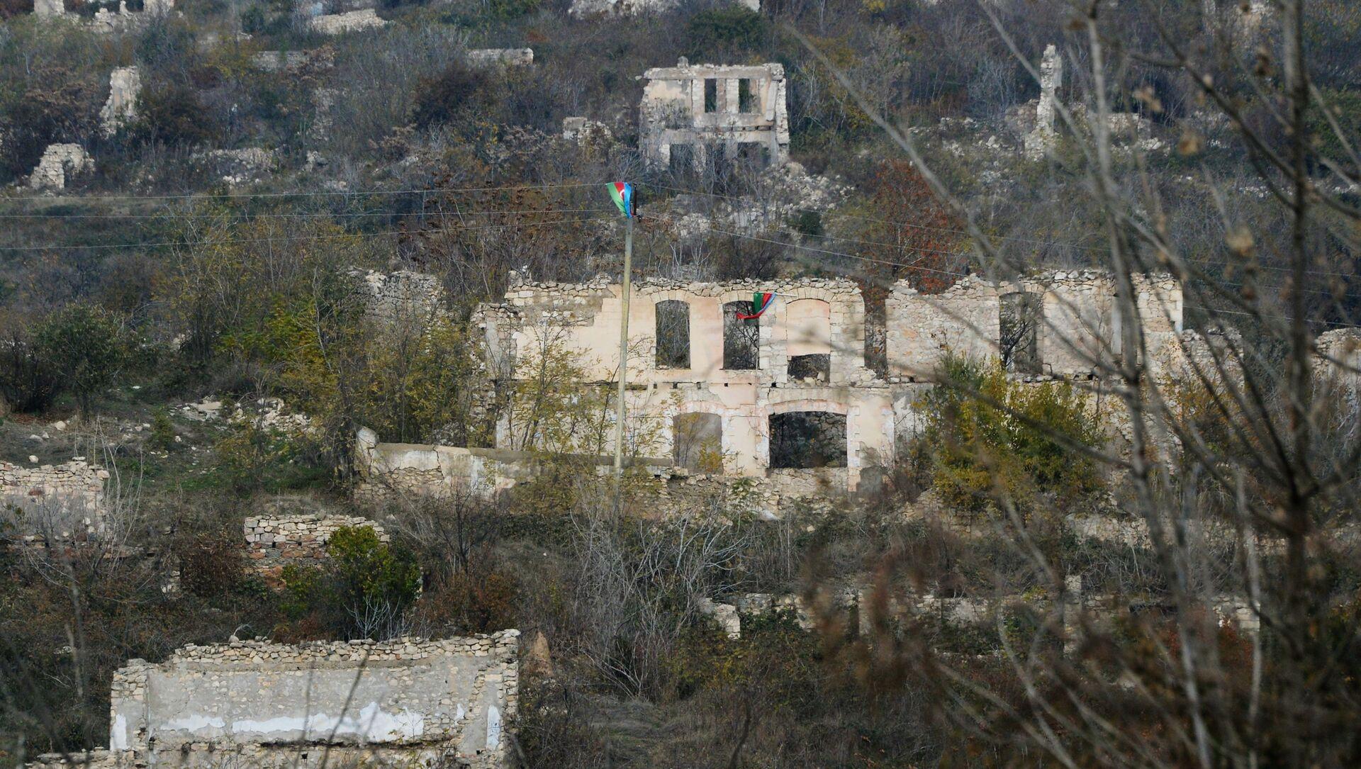 Füzulidə dağıdılmış binalar - Sputnik Азербайджан, 1920, 27.07.2021
