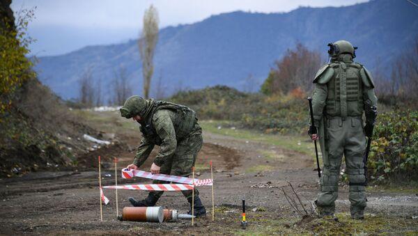 Специалисты противоминного центра Минобороны РФ в Карабахе - Sputnik Азербайджан
