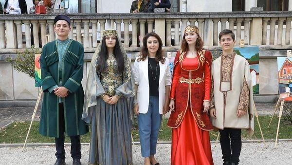 Дизайнер Гюльнара Халилова представила свою коллекцию «Карабах» в Софии  - Sputnik Азербайджан