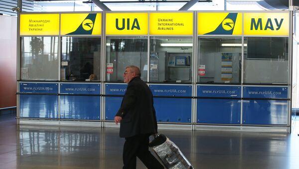 Информационно-сервисный центр авиакомпании Международные авиалинии Украины в международном аэропорту Борисполь в Киеве - Sputnik Азербайджан