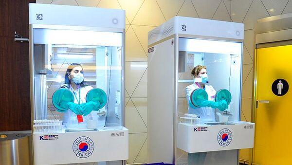 Корейские боксы для взятия проб на COVID-19 в бакинском аэропорту - Sputnik Азербайджан