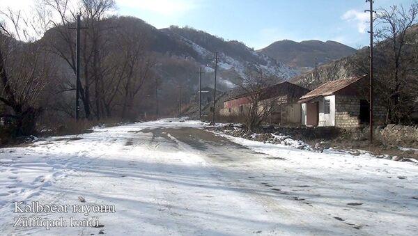 Минобороны Азербайджана показало село Зульфугарлы Кельбаджарского района - Sputnik Азербайджан