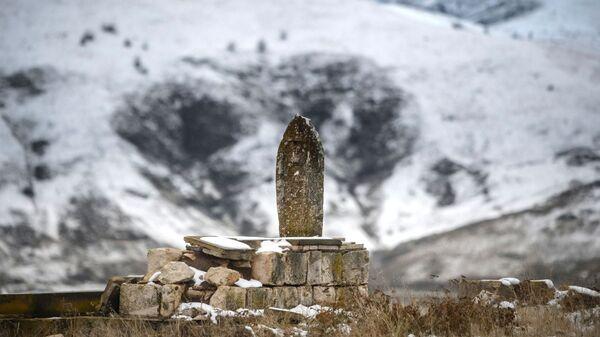 Разрушенное азербайджанское кладбище в Джебраиле - Sputnik Азербайджан