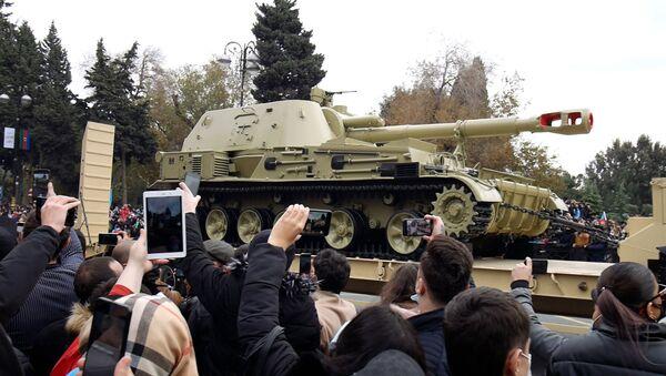 Ждали этот день 30 лет: самые интересные моменты парада Победы в Баку - Sputnik Азербайджан