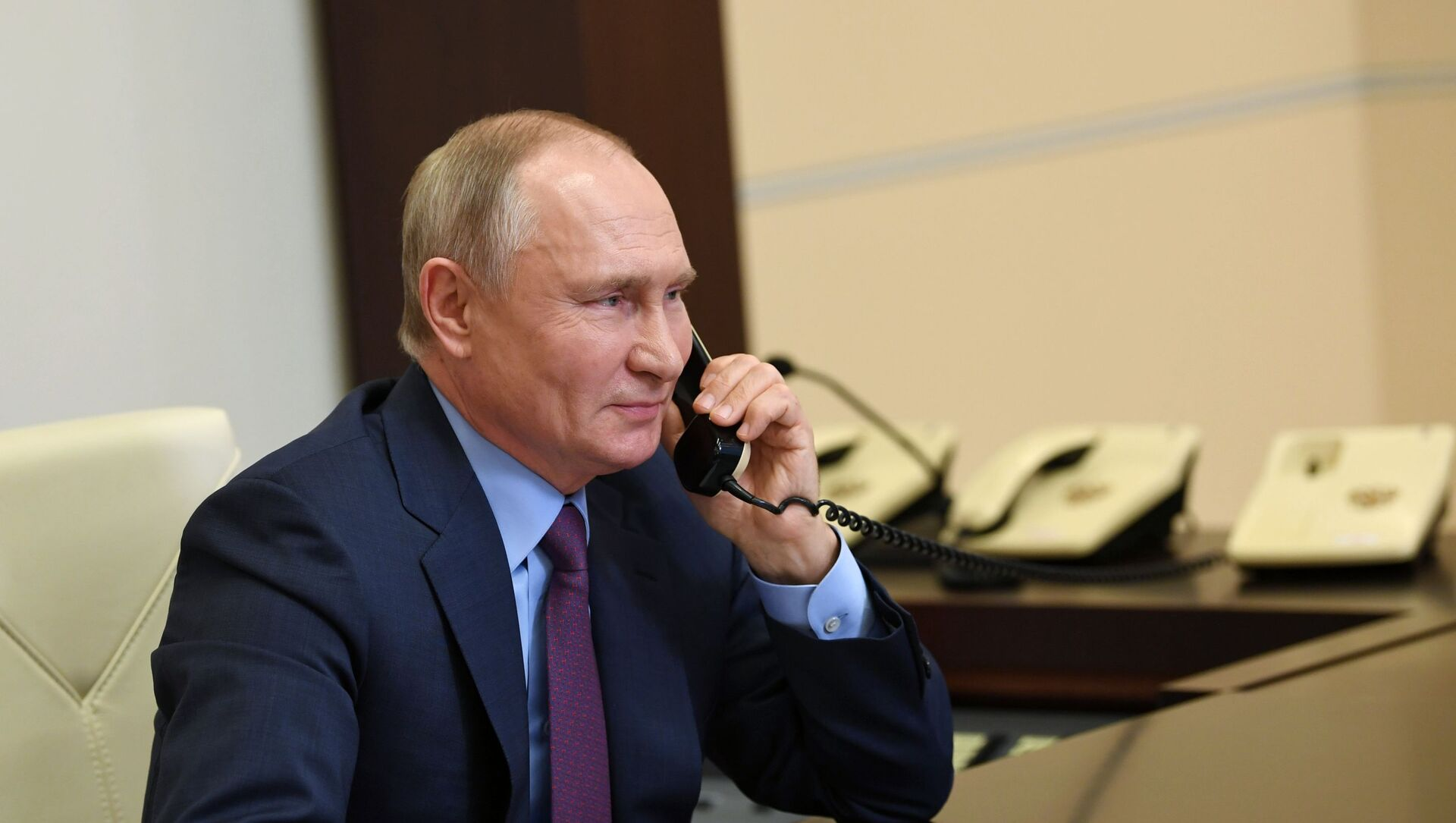 Президент РФ Владимир Путин во время встречи в режиме видеоконференции, фото из архива - Sputnik Azərbaycan, 1920, 14.09.2021