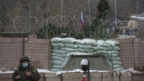 Блокпост российских миротворцев на въезде в город Шуша, фото из архива - Sputnik Azərbaycan