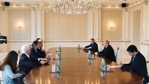 Президент Ильхам Алиев принял сопредседателей Минской группы от Франции и США - Sputnik Азербайджан