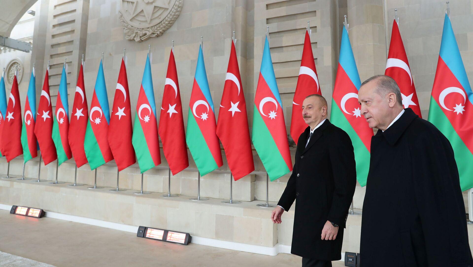 Президент Азербайджана Ильхам Алиев и Президент Турции Реджеп Тайип Эрдоган на военном параде в Баку, фото из архив - Sputnik Azərbaycan, 1920, 27.09.2021