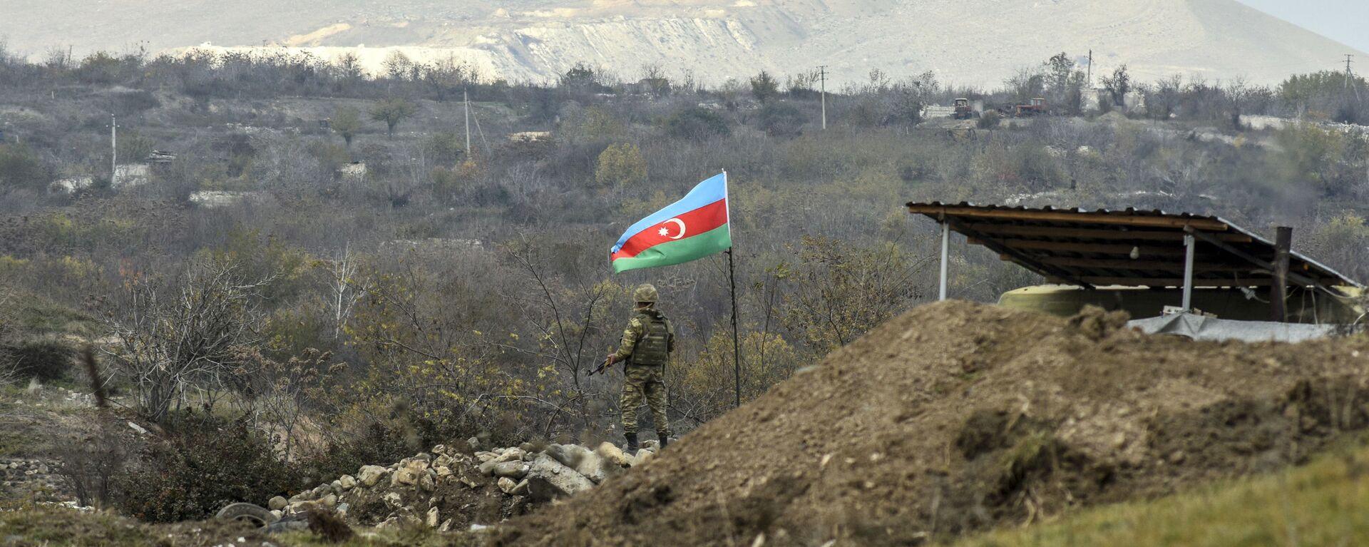 Азербайджанский военнослужащий, фото из архива - Sputnik Азербайджан, 1920, 31.03.2021