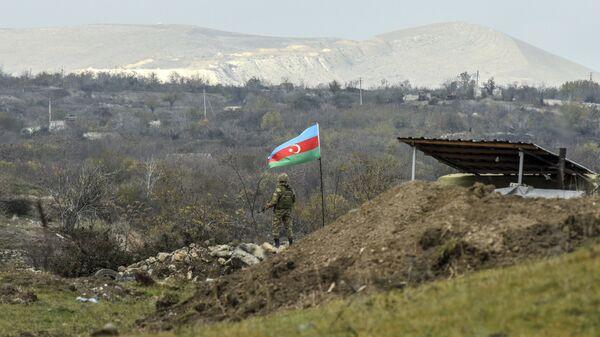 Азербайджанский военнослужащий, фото из архива - Sputnik Azərbaycan
