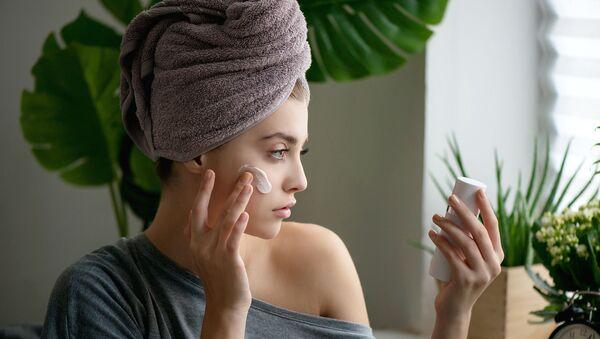 Как поддержать красоту лица на самоизоляции? Советы профессионалов - Sputnik Азербайджан