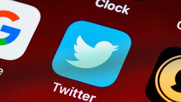Twitter разрешил пользователям делиться твитами в Instagram и Snapchat - Sputnik Азербайджан