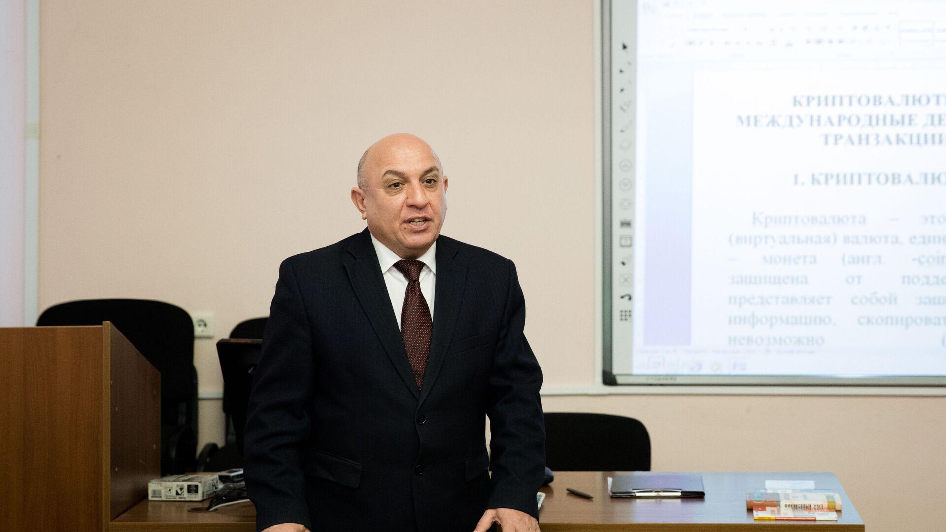 İqtisadçı, professor Elnur Sadıqov - Sputnik Azərbaycan, 1920, 26.09.2021