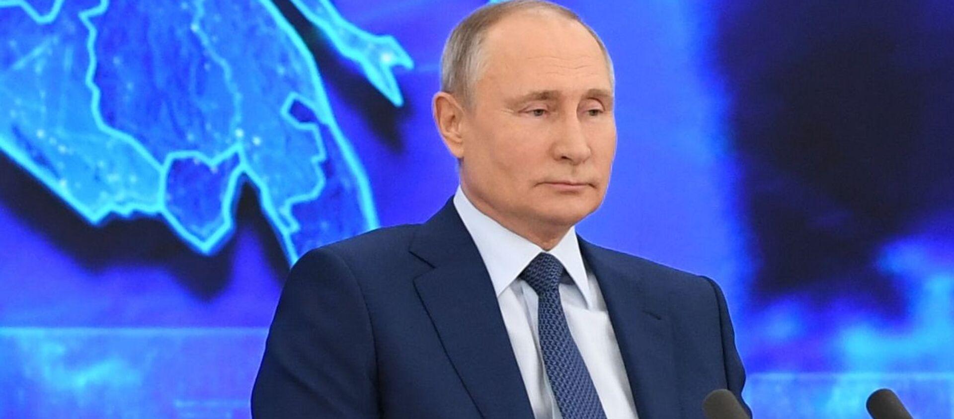 Президент РФ Владимир Путин на большой ежегодной пресс-конференции в режиме видеоконференции - Sputnik Азербайджан, 1920, 23.03.2021