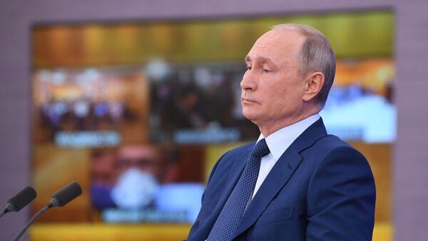 Президент РФ Владимир Путин на большой ежегодной пресс-конференции в режиме видеоконференции - Sputnik Azərbaycan