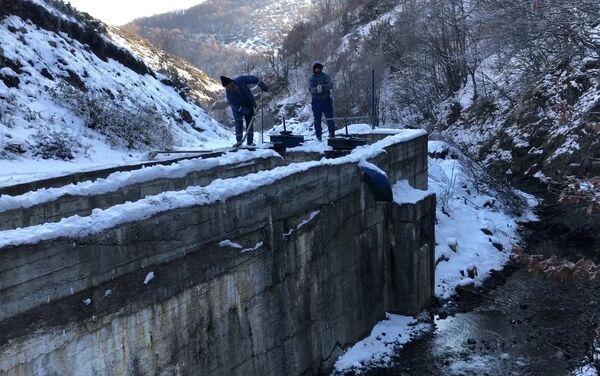 Ремонт вышедших из строя и аварийных частей водной сети города Шуша - Sputnik Азербайджан