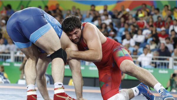 Азербайджанский борец Джамаладдин Магомедов (в красном), фото из архива - Sputnik Азербайджан